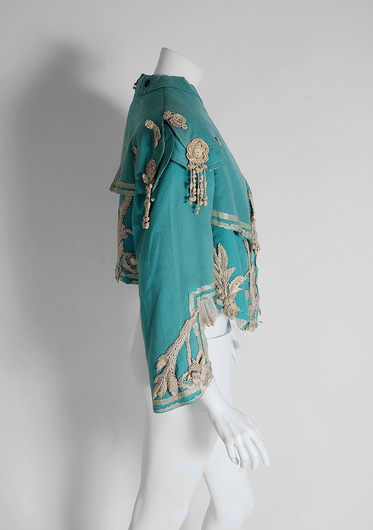 1890's Victorian Antique Tiffany-Blue Applique Wool Bell-Sleeve Cropped Jacket In Excellent Condition For Sale In Beverly Hills, CA