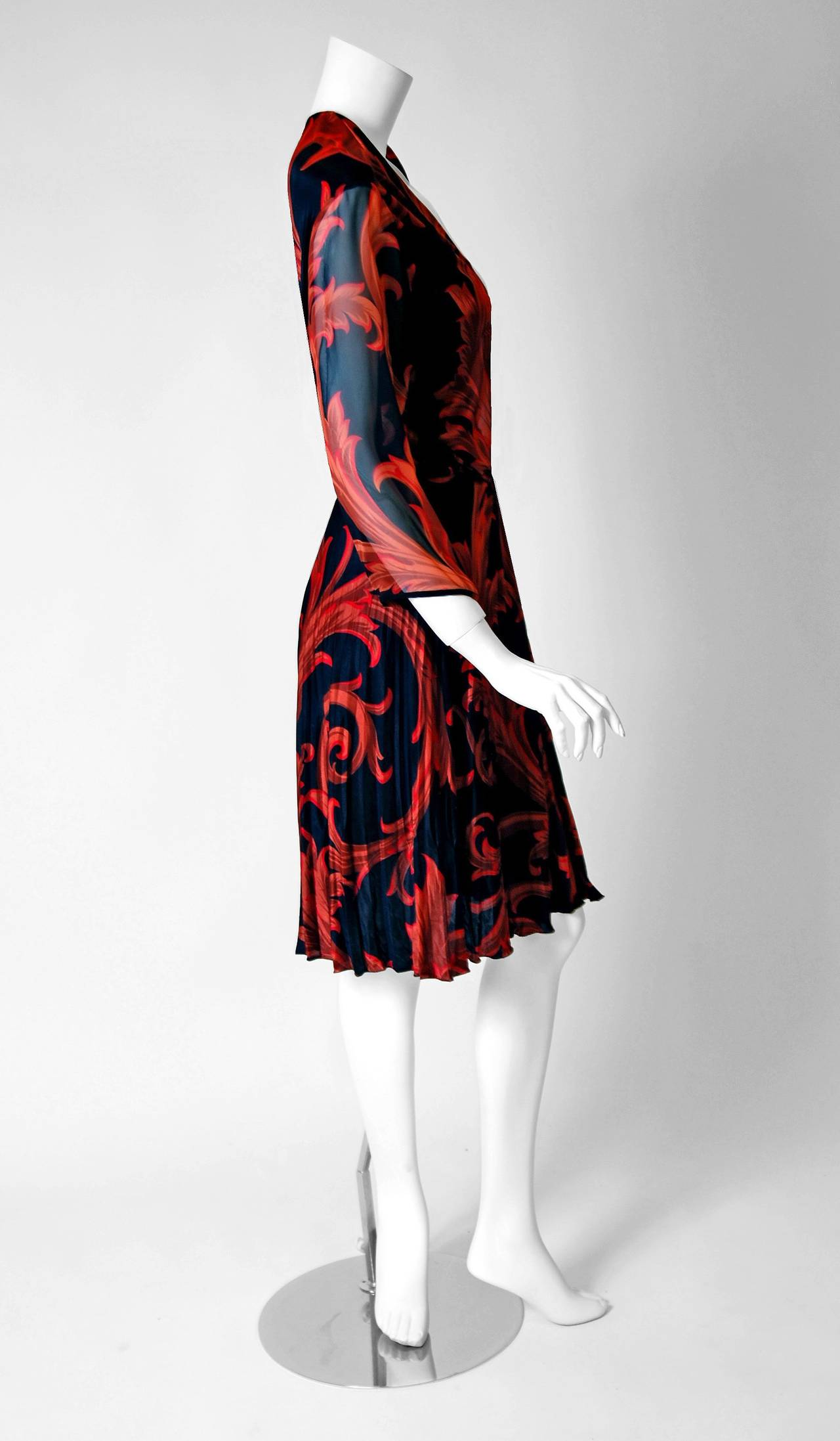 1990's Gianni Versace Couture Red Black Baroque-Print Silk Pleated Dress w/Tags In Excellent Condition For Sale In Beverly Hills, CA
