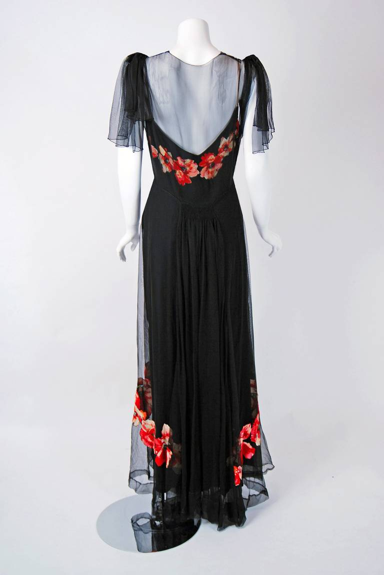 1930's Red-Poppies Floral Applique Silk Tulle Illusion Flutter-Sleeve Deco Gown In Excellent Condition For Sale In Beverly Hills, CA
