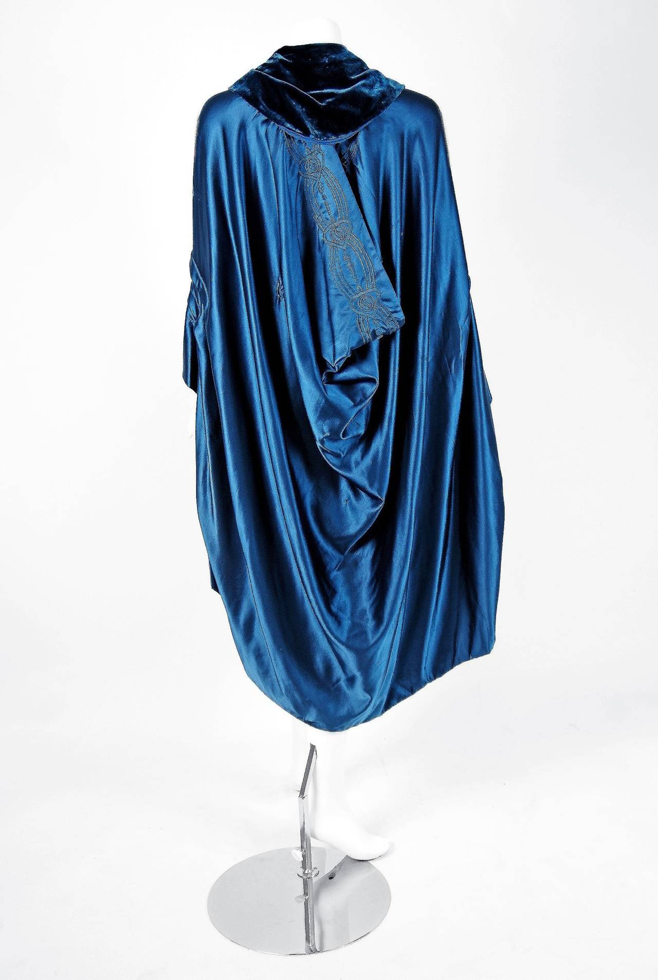 Liberty Couture Steel Blue Embroidered Silk Art Nouveau Draped Coat Cape, 1918  For Sale 1