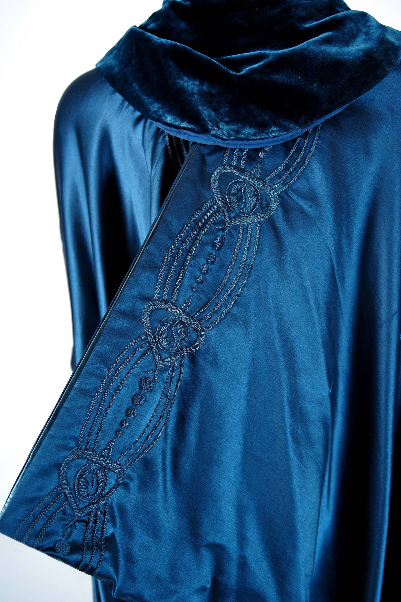Liberty Couture Steel Blue Embroidered Silk Art Nouveau Draped Coat Cape, 1918  For Sale 2
