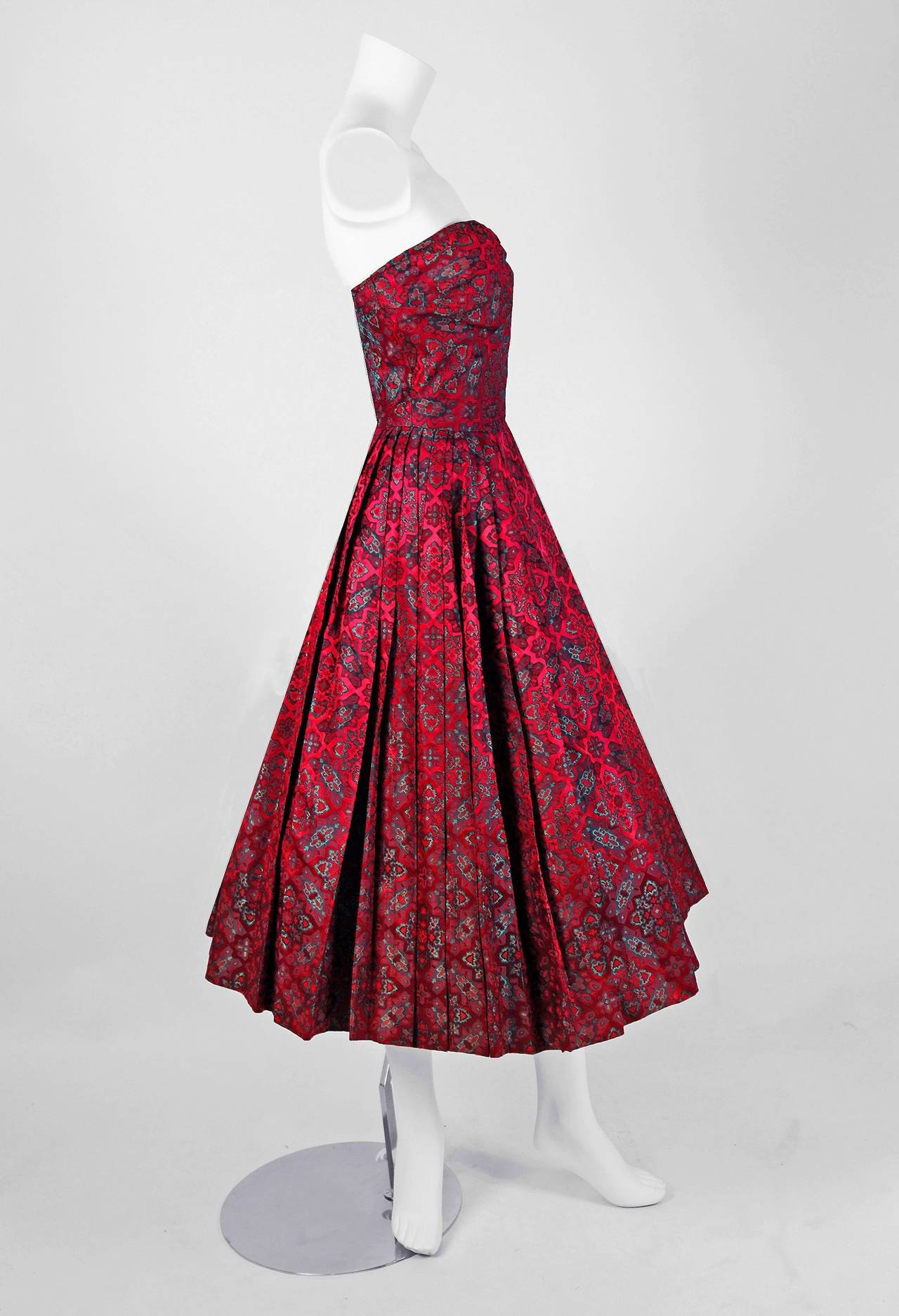 An incredibly grand and timeless cocktail party dress by the Italian Couture House of Eleanora Garnett. The House of Garnett had elegant boutiques in both Rome and New York during the 1950's. Her ready to wear pieces are hard to find, but her