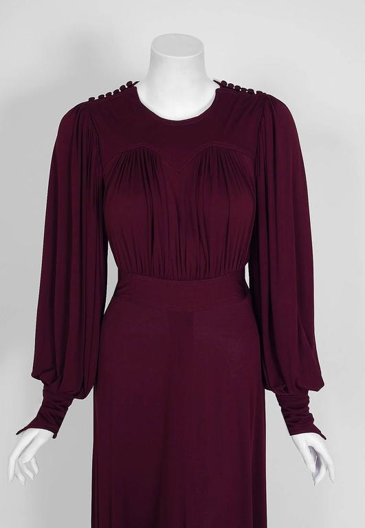 A captivating plum purple silk-jersey Quorum dress that is both timeless and chic. Founded by Alice Pollock and Ossie Clark, Quorum was one of the most popular London boutiques of the 1960's. This garment is so unique with its ruched sweetheart and