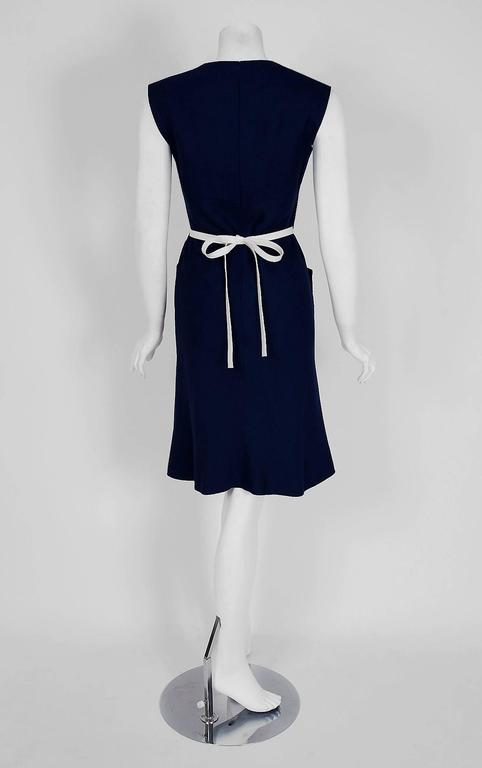 1966 Pierre Cardin Navy-Blue Linen Mod Sculpted Pockets Space-Age Belted Dress In Excellent Condition For Sale In Beverly Hills, CA
