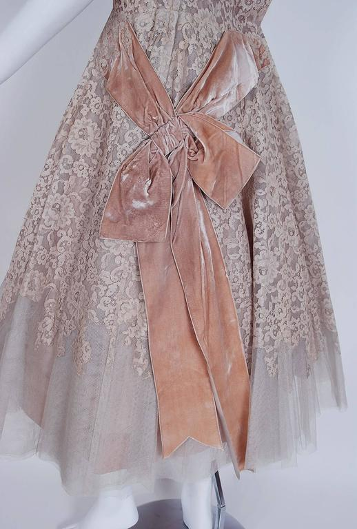 1950's Pierre Balmain Mauve-Pink Lace Tulle Illusion Side-Bow Full Party Dress In Excellent Condition For Sale In Beverly Hills, CA