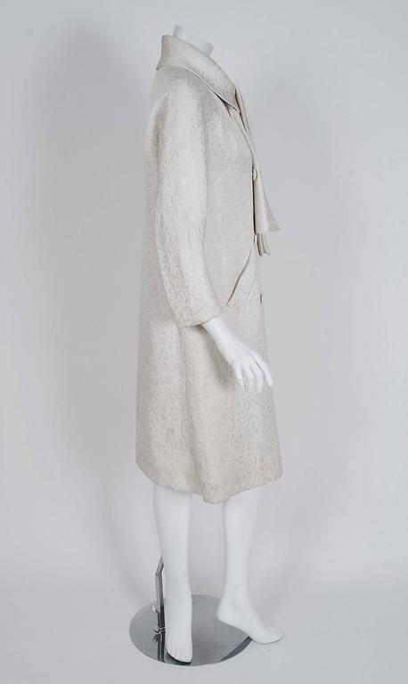 1960's Jean Patou Ivory-White Silk Double Breasted Scarf-Neck Mod Jacket Coat  In Excellent Condition For Sale In Beverly Hills, CA