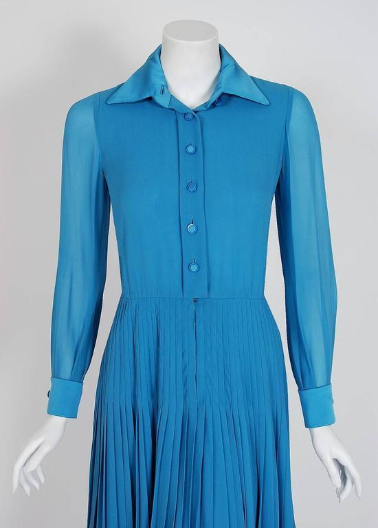 Vintage 1974 Valentino Couture Turquoise-Blue Chiffon Pleated Swing Shirtdress In Good Condition For Sale In Beverly Hills, CA