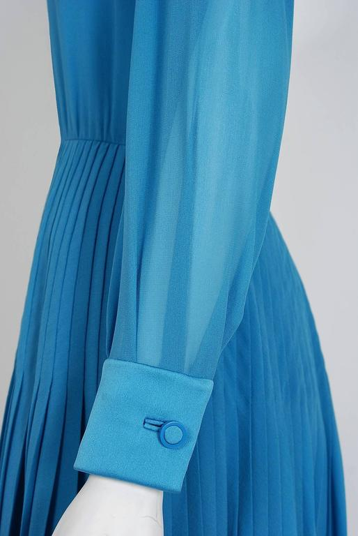 Vintage 1974 Valentino Couture Turquoise-Blue Chiffon Pleated Swing Shirtdress For Sale 1