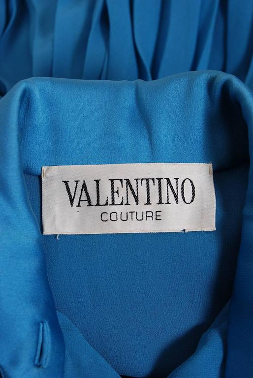 Vintage 1974 Valentino Couture Turquoise-Blue Chiffon Pleated Swing Shirtdress For Sale 3