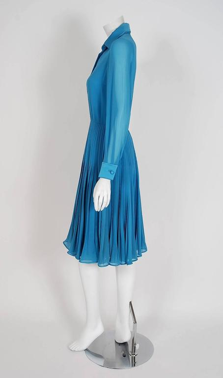 Women's Vintage 1974 Valentino Couture Turquoise-Blue Chiffon Pleated Swing Shirtdress For Sale
