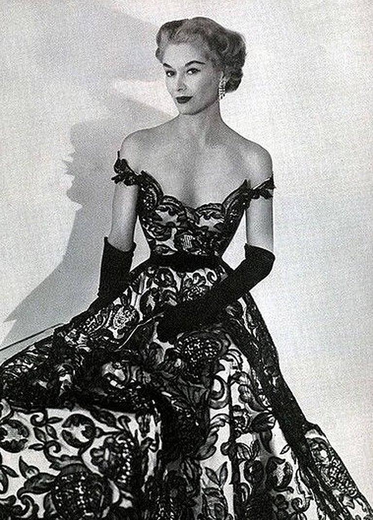 1951 Hattie Carnegie Black & White Lace Illusion Asymmetric Strapless Gown 2
