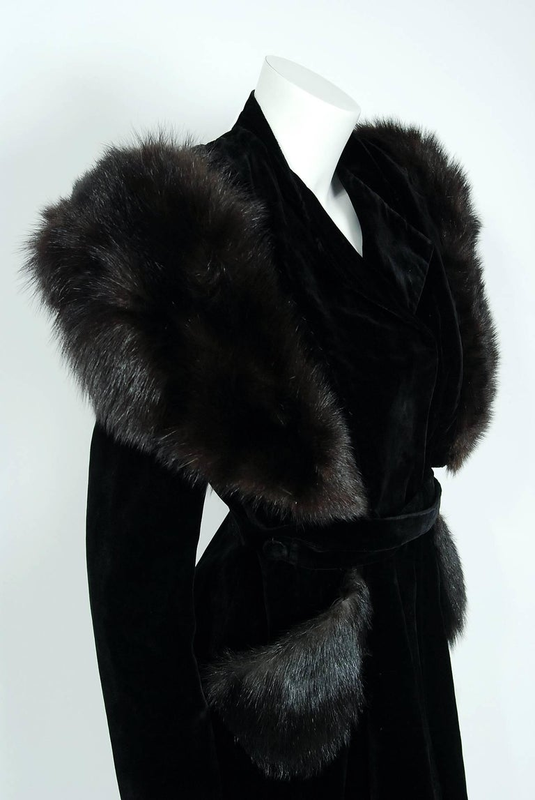 French Black Velvet and Genuine Fox Fur Belted Princess Coat Jacket, 1940s  In Excellent Condition For Sale In Beverly Hills, CA