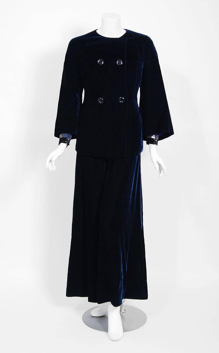 Vintage 1971 Pierre Balmain Haute-Couture Beaded Blue Velvet Jumpsuit and Jacket In Good Condition For Sale In Beverly Hills, CA
