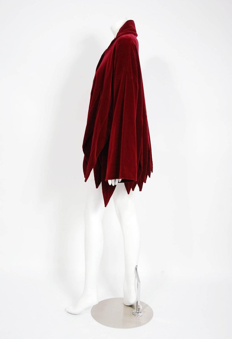 Vintage 1987 Romeo Gigli Museum-Held Red Velvet Jester Petal Swing Coat Jacket  In Good Condition For Sale In Beverly Hills, CA