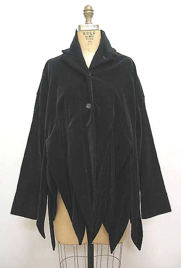 Vintage 1987 Romeo Gigli Museum-Held Red Velvet Jester Petal Swing Coat Jacket  For Sale 3