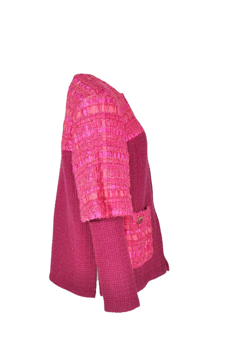 Chanel 2016 F/W Runway Fuchsia Silver Fantasy Tweed Jacket FR38 New In New never worn Condition For Sale In Hong Kong, HK