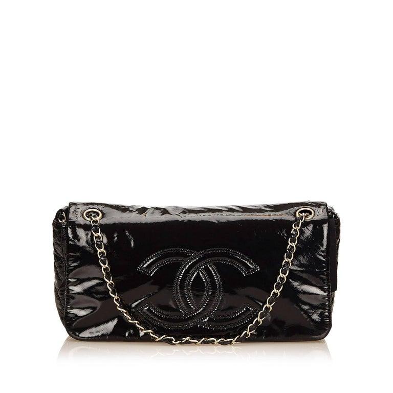 """Women's Chanel Black Patent Leather """"CC"""" Logo Flap Shoulder Bag  For Sale"""