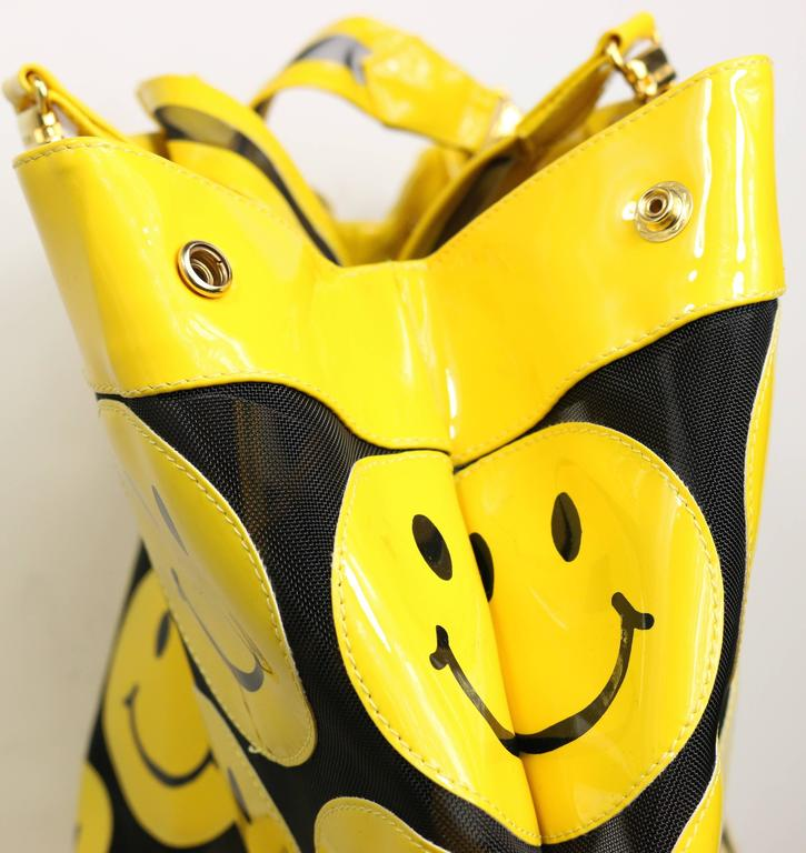 Moschino Yellow Smiley Face Patent Mesh Tote Bag In Excellent Condition For Sale In Sheung Wan, HK