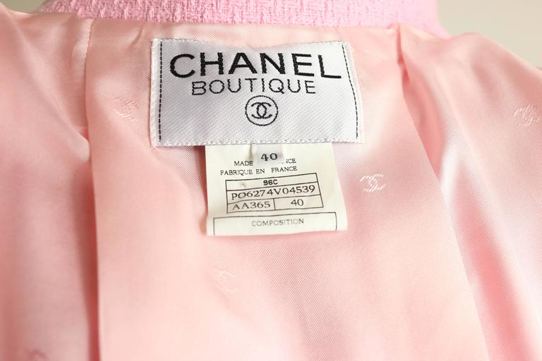 Women's Chanel Classic Pink Tweed Boucle Cropped Jacket For Sale