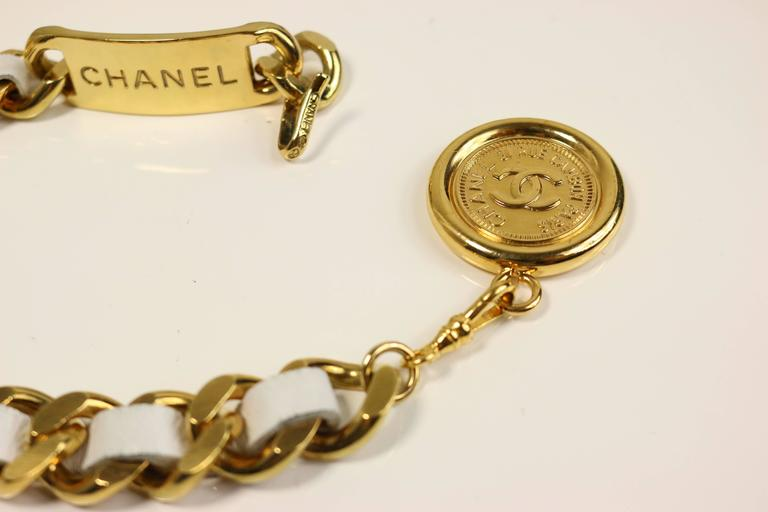 "Chanel White Leather Gold Tone ""CC"" Logo Medallion Chain Belt In Excellent Condition For Sale In Sheung Wan, HK"