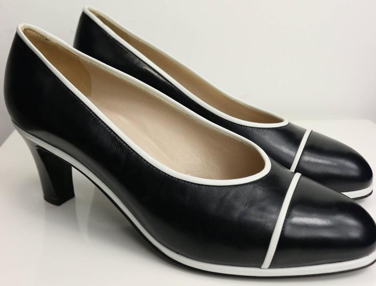 - Vintage 90s Chanel classic black calfskin leather pumps with white piped trim.   - Made in Italy.   - Size 37.5.   - Length: 9in I Heels: 2.5in.   - Include: Dust Bag.