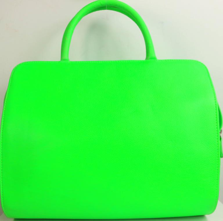 Gianni Versace Couture Neon Green Leather Bag In Excellent Condition For Sale In Sheung Wan, HK