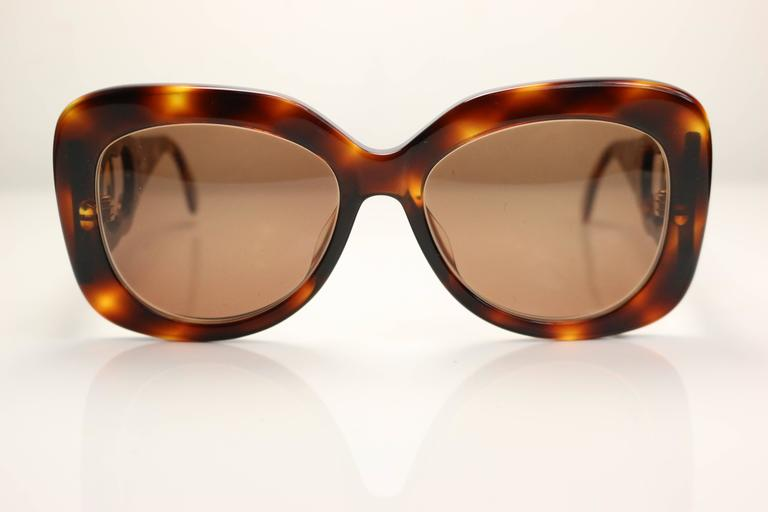 - Vintage 90s Chanel Tortoiseshell and gold metal