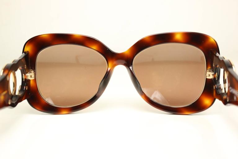Chanel Tortoiseshell Sunglasses In Excellent Condition For Sale In Sheung Wan, HK