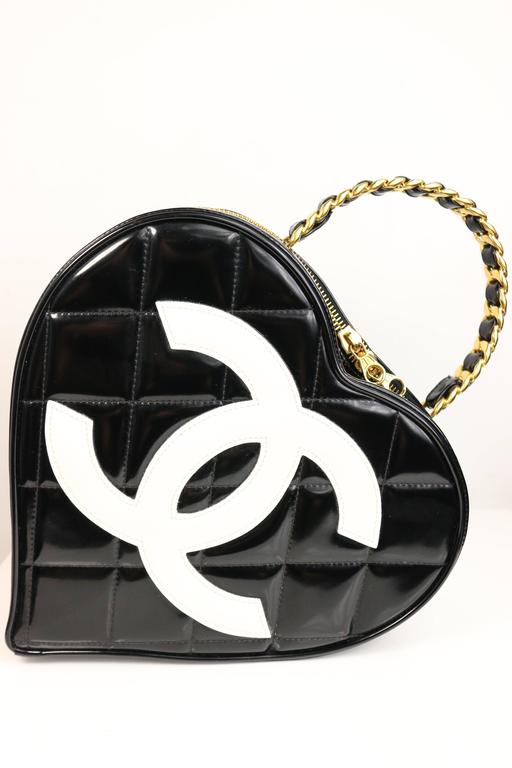 Chanel Black Patent Quilted Leather Heart-Shaped Vanity Chain Handbag In Excellent Condition For Sale In Sheung Wan, HK