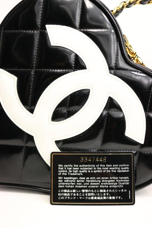 Chanel Black Patent Quilted Leather Heart-Shaped Vanity Chain Handbag For Sale 3