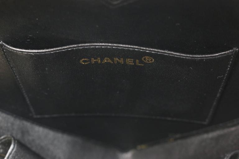 Chanel Black Patent Quilted Leather Heart-Shaped Vanity Chain Handbag For Sale 2