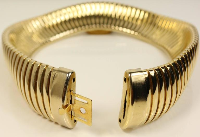 Vintage 80s Black Serpent Choker in Gold-Toned Brass In Excellent Condition For Sale In Sheung Wan, HK