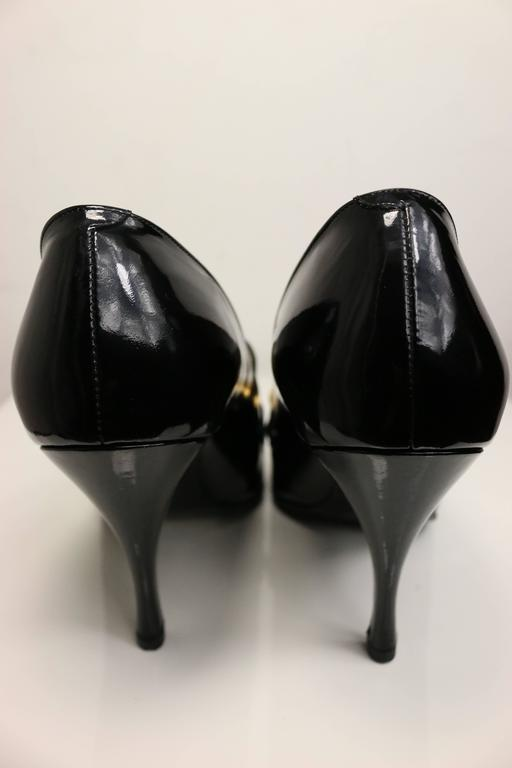 90s Chanel Black Patent Leather Shoes with Gold Braided Pointed Heels  In Excellent Condition For Sale In Sheung Wan, HK