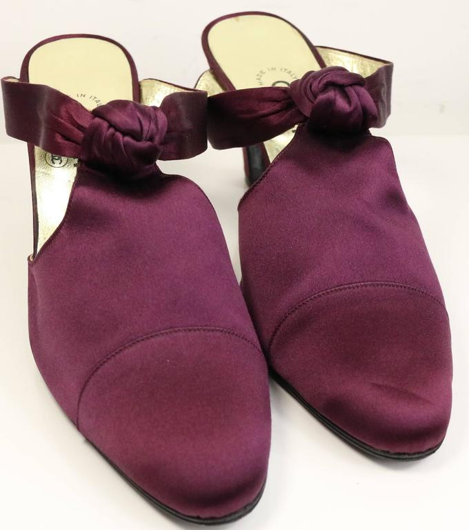- Vintage 90s Chanel purple satin shoes with knot. 