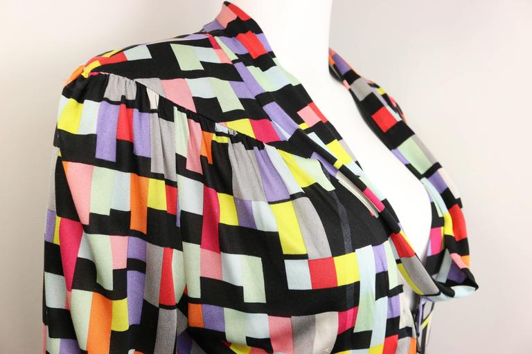 Chanel Silk Colour Blocked Cropped Zipper Blouse  In Excellent Condition For Sale In Sheung Wan, HK