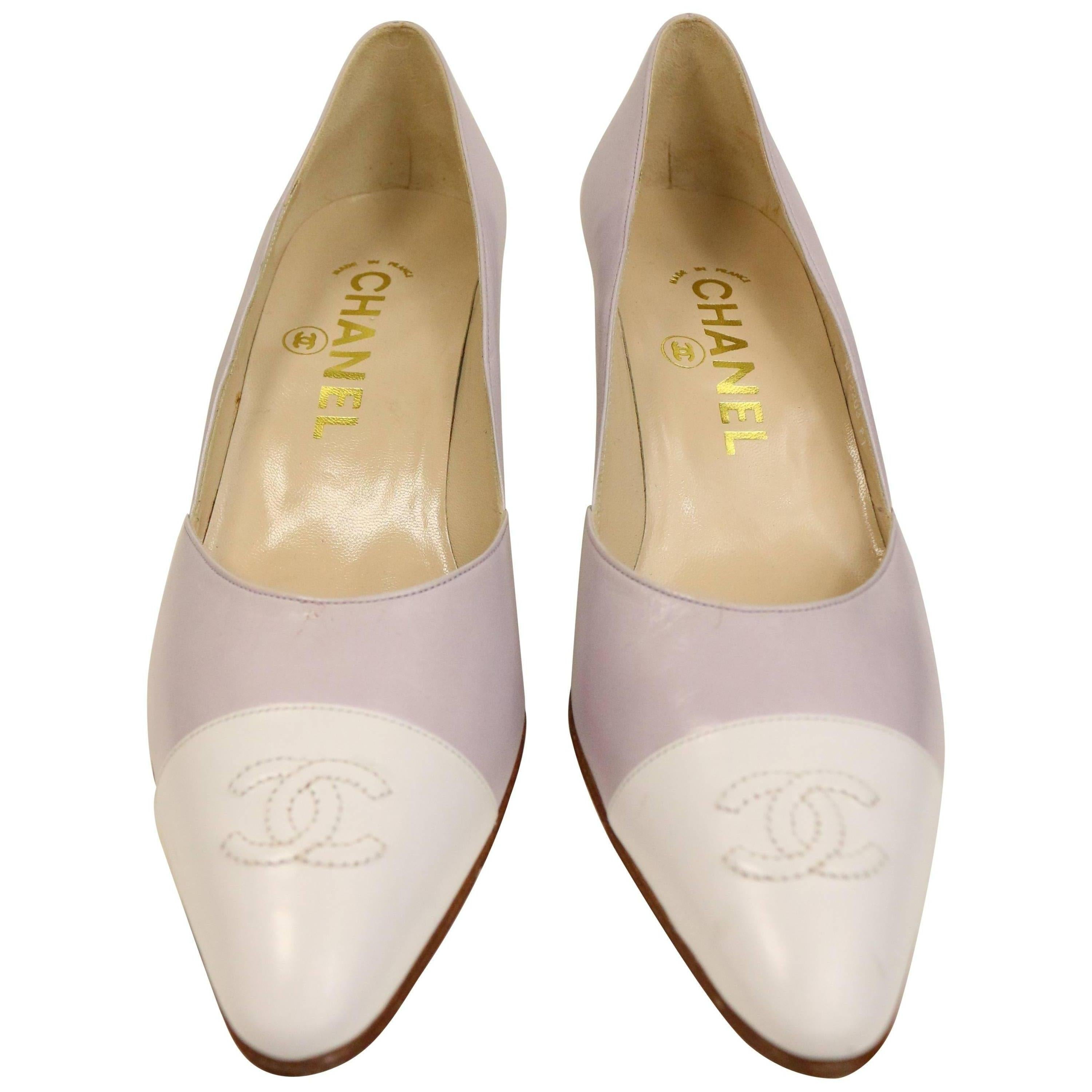 """Chanel Bicolour Purple and White """"CC"""" Leather Pointed Heels"""