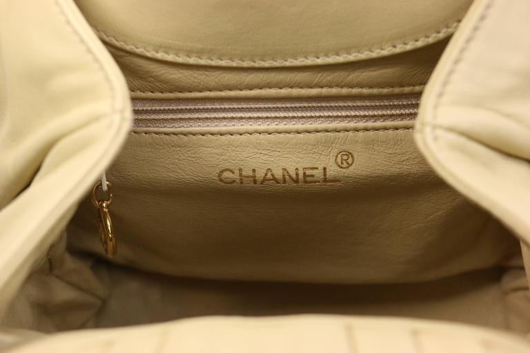 Women's Chanel Beige Leather with White Stitched Camellia Bucket Bag Tortoise Handle For Sale