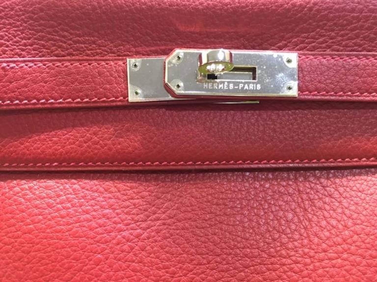96ad4ad3228c This Hermes 32cm Kelly Retourne is a classic! This bag is made of lovely