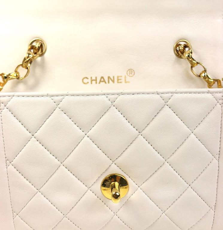 623d9a19346b8f Chanel White Quilted Lambskin Mini Flap Bag with Gold Chain For Sale 1