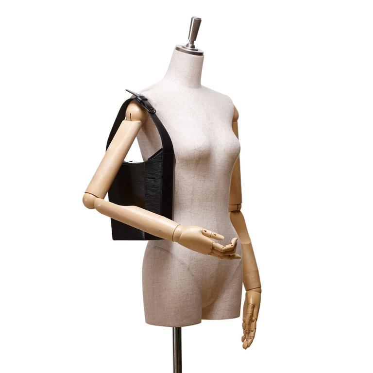 - This Louis Vuitton black Sac Seau bag features an epi leather body, a flat shoulder strap, an open top, and an interior zip pocket.  - Size: 19cm x 20cm x 10cm. Shoulder Drop: 16cm.   - Serial no: VI0987.   - Include: Dust bag.