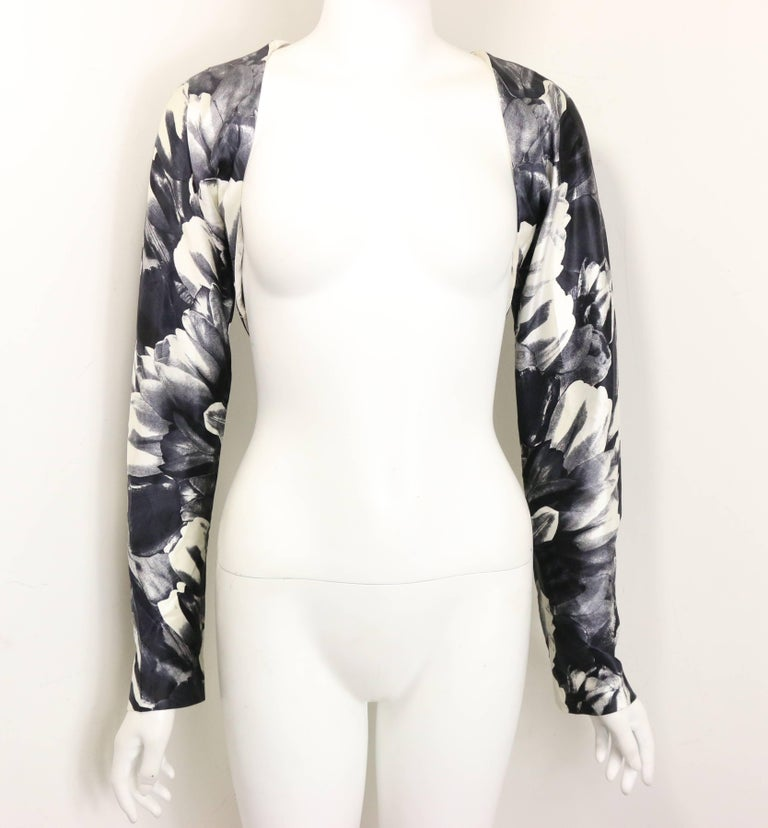 - Vintage 90s David Fielden black and white silk floral print tube dress with same pattern bolero shrug long sleeves. Featuring a same pattern belt as well. David Fielden is famous wedding designer in the UK.   - Made in United Kingdom.   - Size Uk