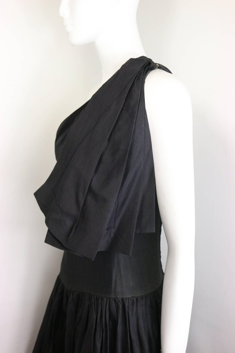 Chanel Black Silk Taffeta One Shoulder Evening Gown (Museum Quality)  In Excellent Condition For Sale In Sheung Wan, HK