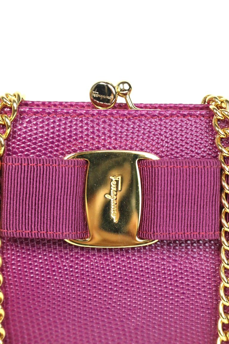- Vintage 90s Salvatore Ferragamo purple lizard skin gold chain shoulder bag. Featuring a kiss lock closure with a detachable gold toned hardware shoulder chain. Its one of a kind!   - Made in Italy.   - Size: Length: 6.25 inches. Height: 5 inches.