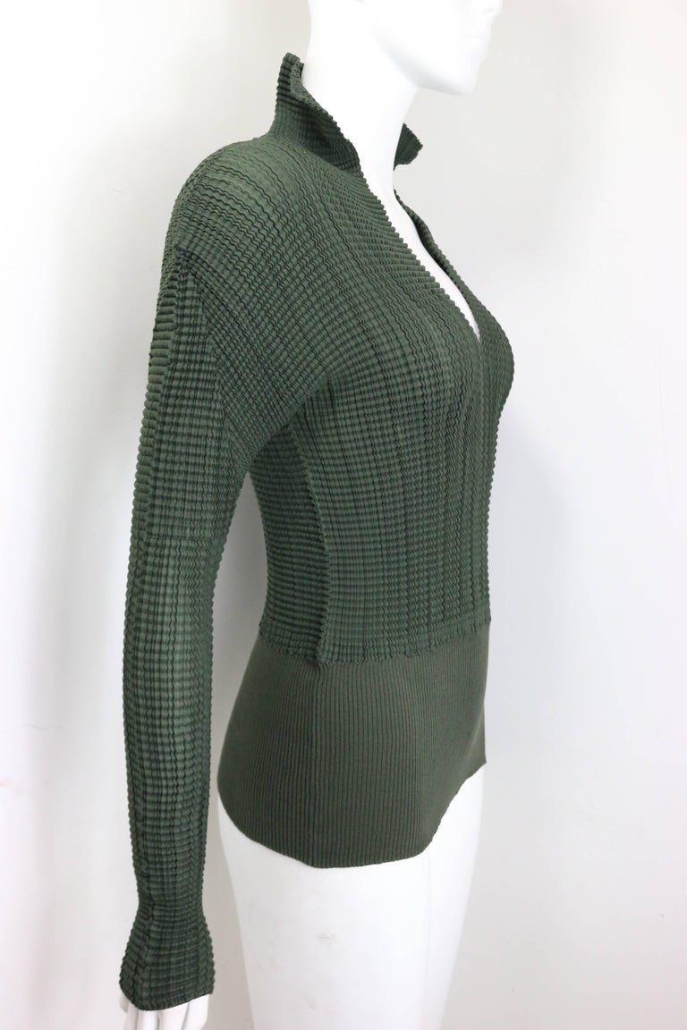 - Vintage 90s Issey Miyake green pleated V neckline collar long sleeves top. Featuring a cotton ribbed hem.   - Made in Japan.   - Size 3.   - 100% Polyester.