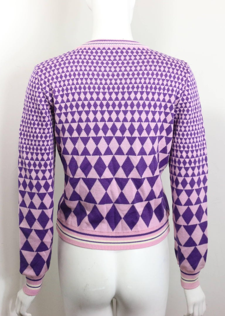 Gianni Versace Sport Geometric Purple Cropped Pullover Sweater In New Never_worn Condition For Sale In Sheung Wan, HK