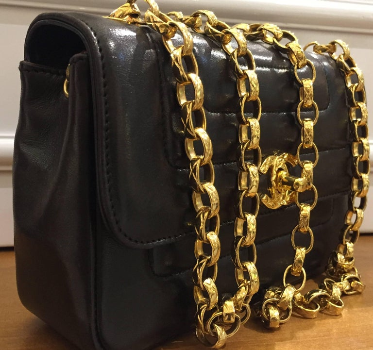 5b55e08f3053 Chanel Black Lambskin Leather Diana Shoulder Bag In Excellent Condition For  Sale In Sheung Wan,