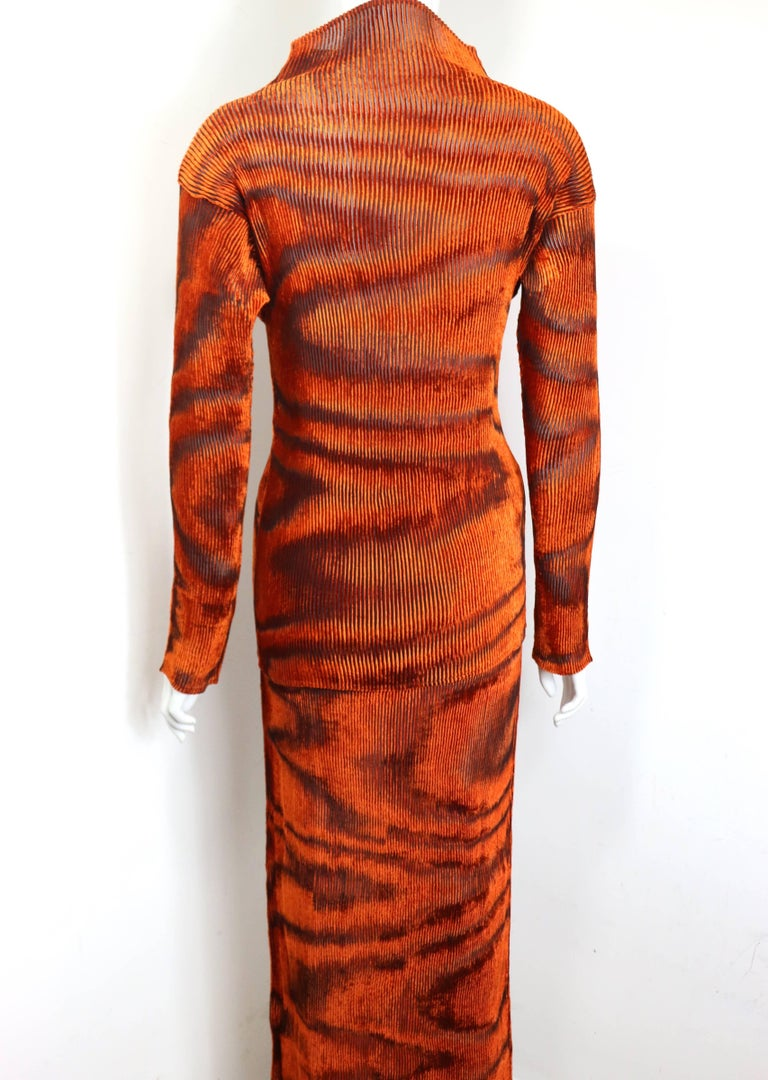 Issey Miyake Orange Velvet Plasma Wave Pattern Top and Skirt Ensemble  In New never worn Condition For Sale In Sheung Wan, HK