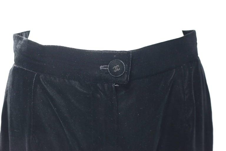 - Vintage Chanel black velvet pants from 1998 A/W collection.   - Wild legs cutting.   - Black velvet