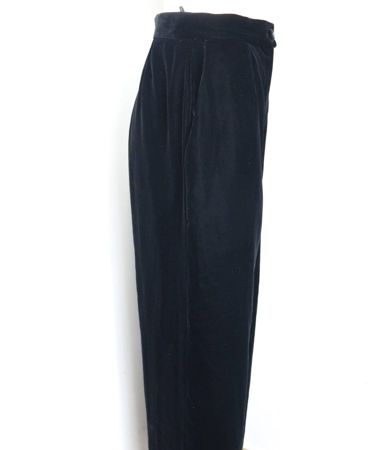 Vintage Fall 1998 Chanel Black Velvet Pants  In Excellent Condition For Sale In Sheung Wan, HK