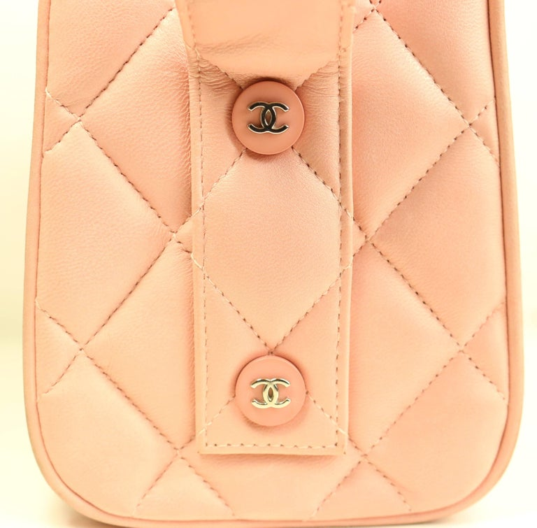 - Vintage 90s Chanel pink quilted lambskin leather box handbag  - Double frame top opening with a hook closure.   - Silver